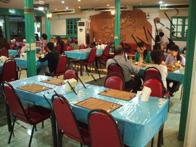 Ruean rojjana bar restaurant ayutthaya thailand for Ayothaya thai cuisine